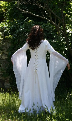 robe médievale blanche