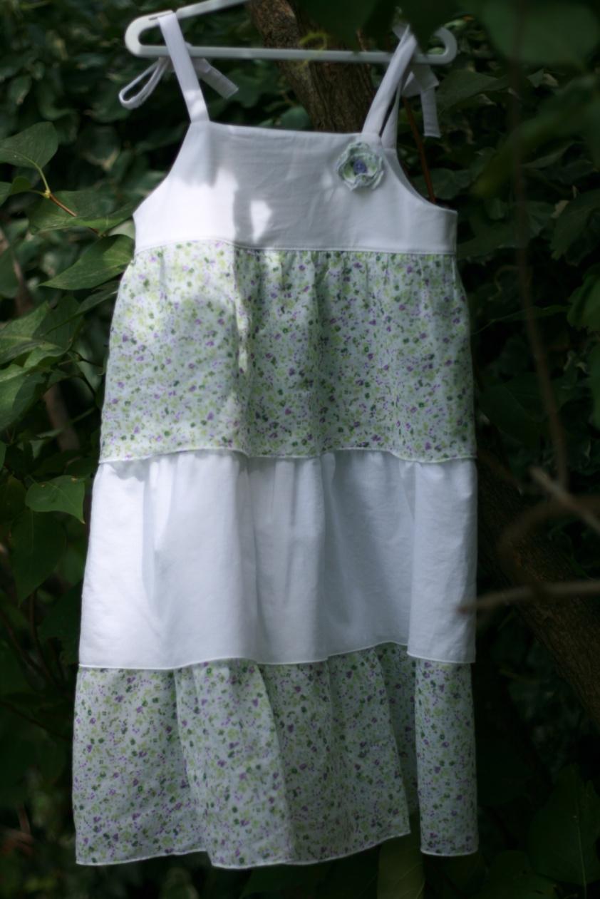 Petite robe à bretelles et volants