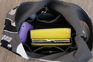 Intérieur du sac avec 6 petites poches tout autour