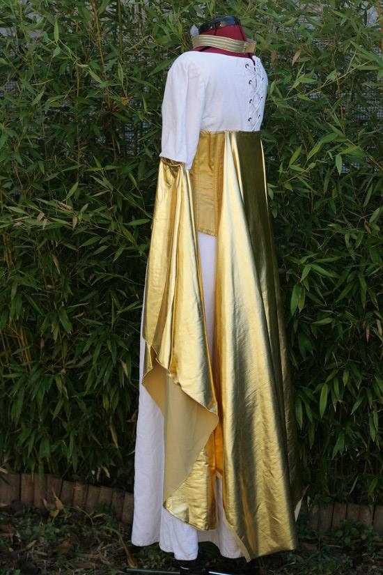 Costume doré