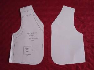 couture, Couper en simple épaisseur : positionner les pièces identiques en miroir