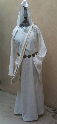 Robe prêtresse de Shallya, acte I.